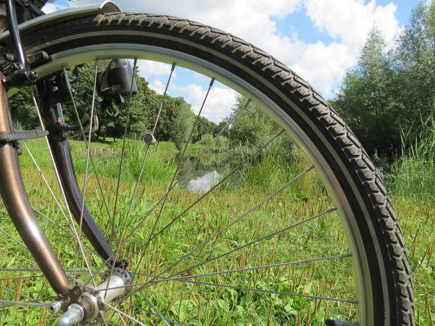 electric-bike-tire-up-close-to-see-traction